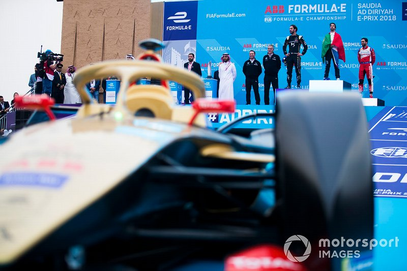 Il podio dietro alla monoposto di Jean-Eric Vergne, DS TECHEETAH, DS E-Tense FE19