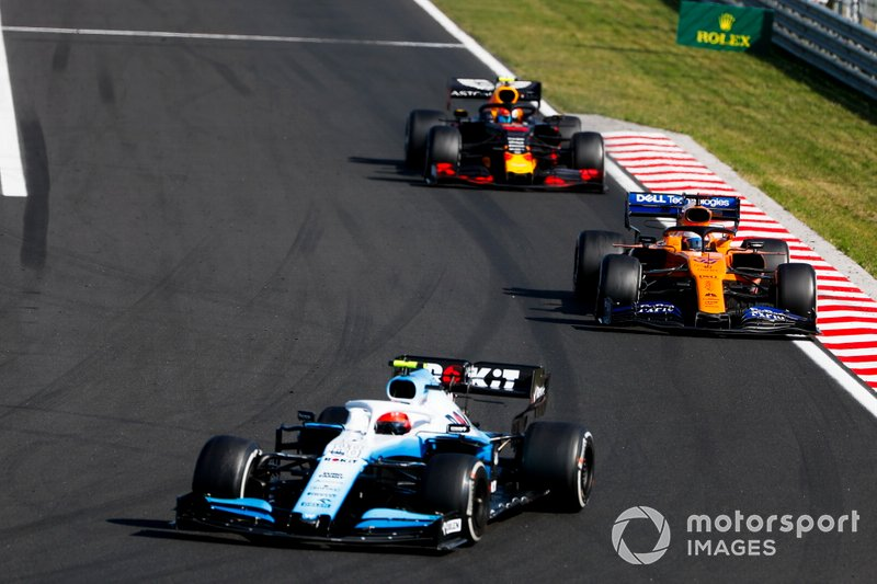 Robert Kubica, Williams FW42, leads Carlos Sainz Jr., McLaren MCL34, and Pierre Gasly, Red Bull Racing RB15