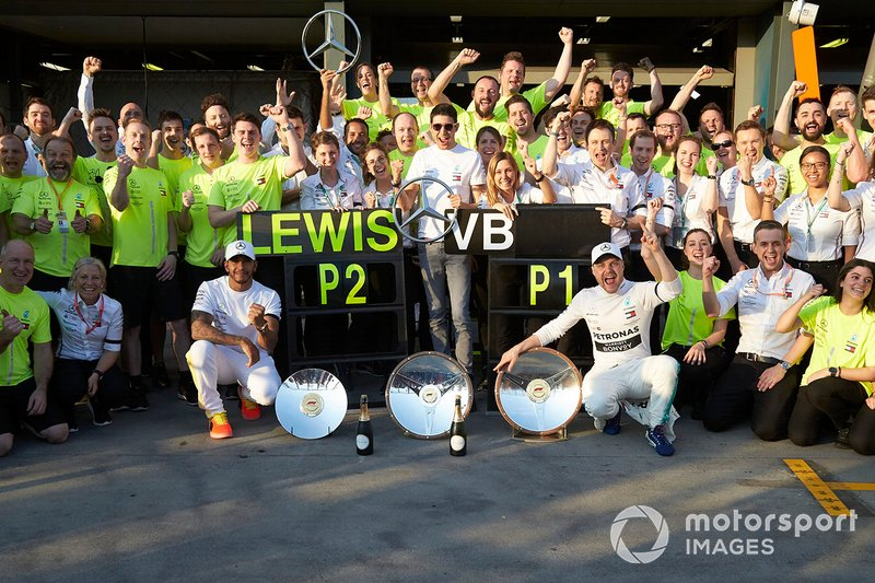 Valtteri Bottas, Mercedes AMG F1, 1st position, Lewis Hamilton, Mercedes AMG F1, 2nd position, and the Mercedes team celebrate victory