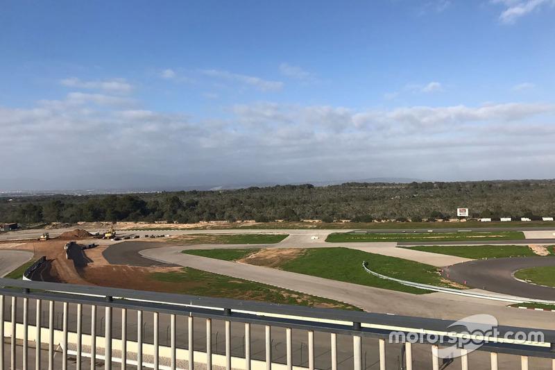 Timo Scheider pista en construcción en Mallorca