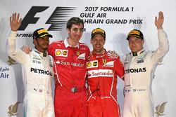 Podio: ganador de la carrera Sebastian Vettel, Ferrari, segundo lugar Lewis Hamilton, Mercedes AMG F1 y tercer lugar Valtteri Bottas, Mercedes AMG F1