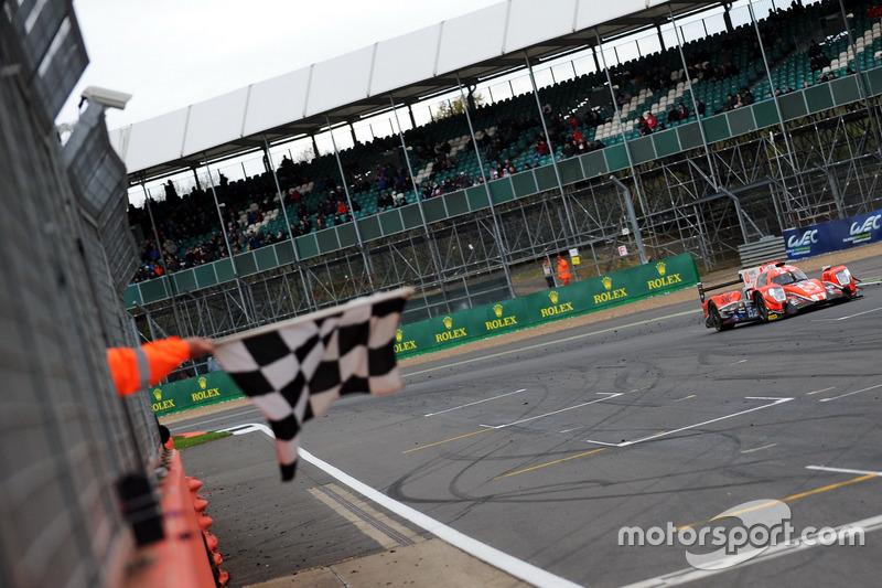 Checkered flag for #25 CEFC Manor TRS Racing 07 Gibson: Roberto Gonzalez, Simon Trummer, Vitaly Petrov