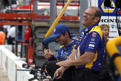 Гонщик Herta - Andretti Autosport Honda Александр Росси, с командой