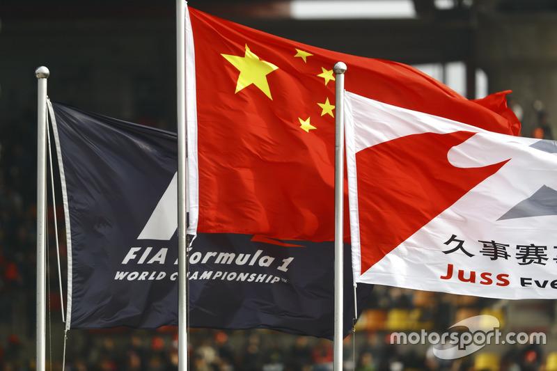 Прапори на трасі Шанхая