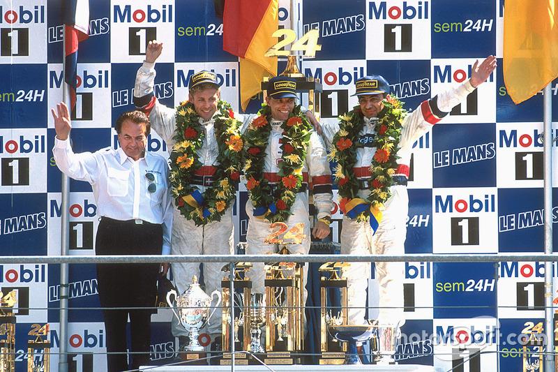 Подіму: переможці Том Крістенсен, Стефан Йоханссон, Мікеле Альборето, Joest Racing TWR Porsche разом