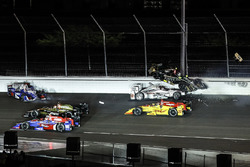 Ryan Hunter-Reay, Andretti Autosport Honda, Will Power, Team Penske Chevrolet, Ed Carpenter, Ed Carpenter Racing Chevrolet, Takuma Sato, Andretti Autosport Honda, crash