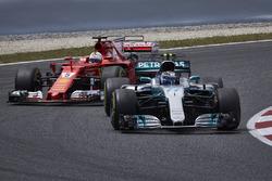 Valtteri Bottas, Mercedes AMG F1 W08, Sebastian Vettel, Ferrari SF70H