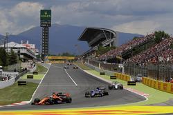 Fernando Alonso, McLaren MCL32, Pascal Wehrlein, Sauber C36-Ferrari, Felipe Massa, Williams FW40