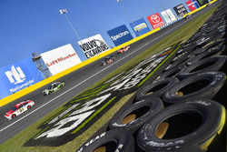 Ryan Blaney, Wood Brothers Racing, Ford; Chase Elliott, Hendrick Motorsports, Chevrolet