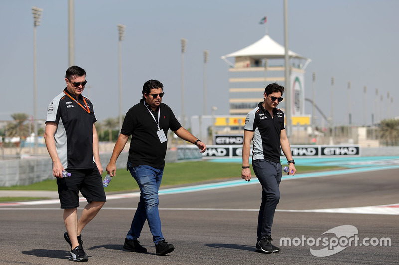 Alfonso Celis Jr., Sahara Force India walks the circuit with the team
