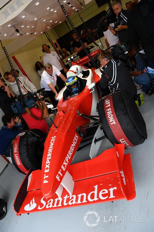 Zsolt Baumgartner, F1 Experiences coche de 2 plazas con Woody Harrelson, Actor