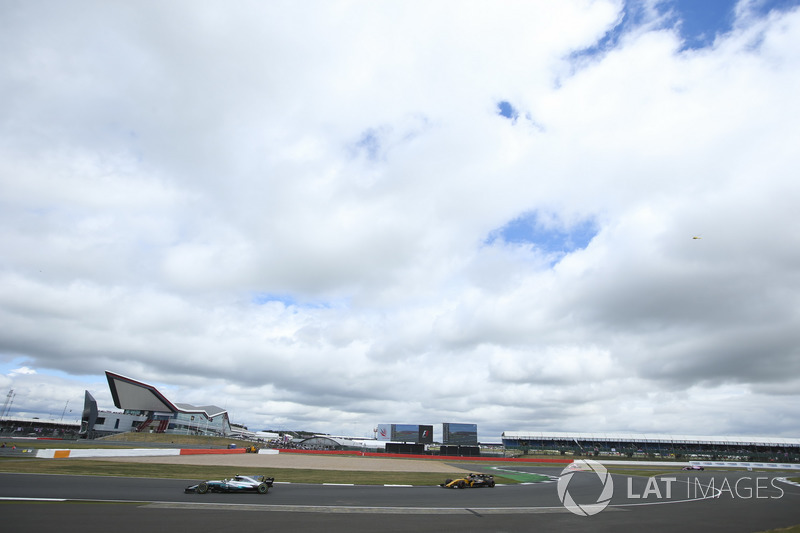 Валттері Боттас, Mercedes AMG F1 W08, Ніко Хюлькенберг, Renault Sport F1 Team RS17