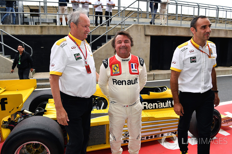 Jerome Stoll, Director of Renault Sport F1, René Arnoux, Cyril Abiteboul, Renault Sport F1 Managing Director and Renault RS01