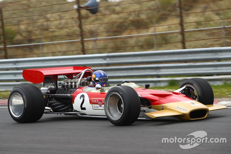 Martin Brundle y Adrian Newey con el Lotus 49B