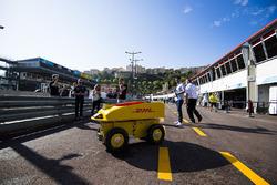 Робот DHL