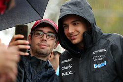 Esteban Ocon, Sahara Force India F1 fans selfie