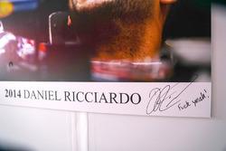 Autogramm von Daniel Ricciardo mit Botschaft: Fuck Yeah