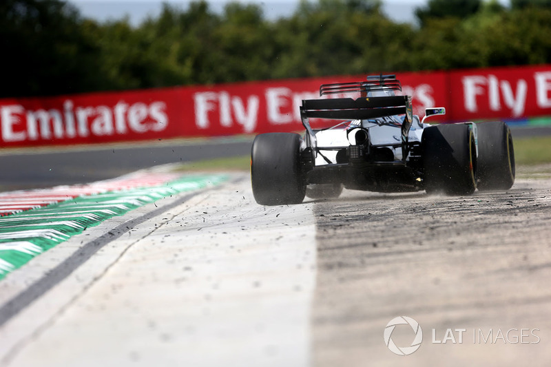 Felipe Massa, Williams FW40 runs wide
