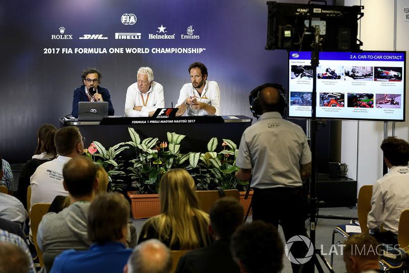 Laurent Mekies, Director de seguridad de la FIA, Charlie Whiting, delegado de la FIA y Matteo Bonciani, delegado de medios de comunicación de la FIA en la Conferencia de prensa para el dispositivo de Halo