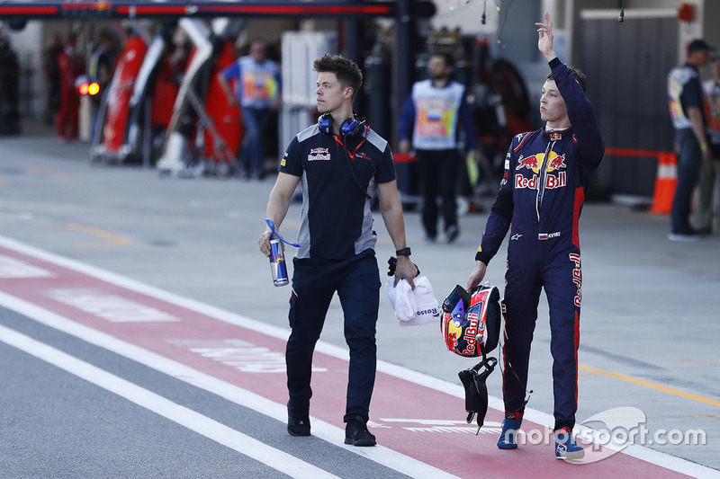Daniil Kvyat, Scuderia Toro Rosso, waves to his home fans