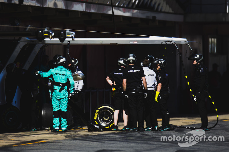 The Mercedes AMG mechanics in the pit lane