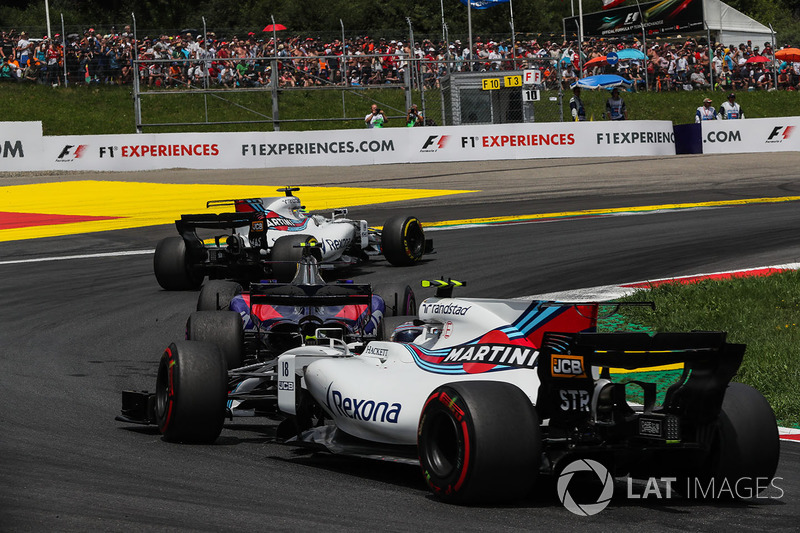 Felipe Massa, Williams FW40, Carlos Sainz Jr., Scuderia Toro Rosso STR12, Lance Stroll, Williams FW40 at the start of the race