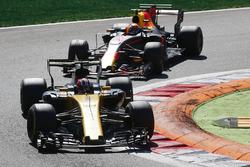 Nico Hulkenberg, Renault Sport F1 Team Team RS17, Max Verstappen, Red Bull Racing RB13