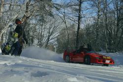 Une Ferrari F40 dans la neige