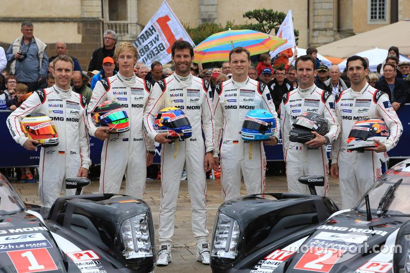 #1 Porsche Team Porsche 919 Hybrid: Тімо Бернхард, Марк Веббер, Брендон Хартлі та #2 Porsche Team Porsche 919 Hybrid: Ромен Дюма, Ніл Яні, Марк Ліб