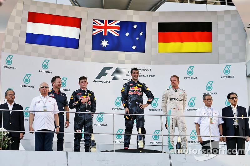 المنصة: الفائز بالسباق دانيال ريكاردو، ريد بُل، المركز الثاني ماكس فيرشتابن، ريد بُل، المركز الثالث نيكو روزبرغ، مرسيدس