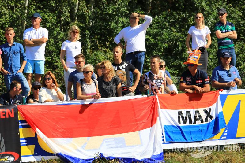 Fans feuern Max Tubben an