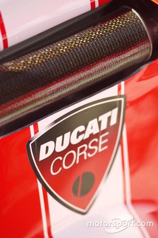 Detalle de moto Ducati Team