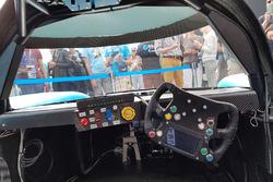 Zicht vanuit de cockpit van de Forze VII tijdens onthulling van de racewagen op waterstof van de TU Delft