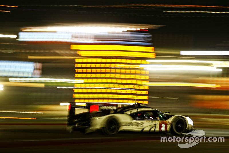 Fritz Enzinger, Vice President LMP1, Porsche Team, Mark Webber, Porsche Team
