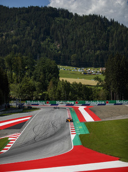 Fernando Alonso, McLaren MCL33, Lewis Hamilton, Mercedes AMG F1 W09