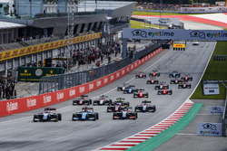 Ryan Tveter, Trident leads David Beckmann, Jenzer Motorsport, Giuliano Alesi, Trident, and the rest of the field at the start of the race.