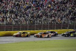 Joey Logano, Team Penske, Ford Fusion Shell Pennzoil, Daniel Suarez, Joe Gibbs Racing, Toyota Camry ARRIS