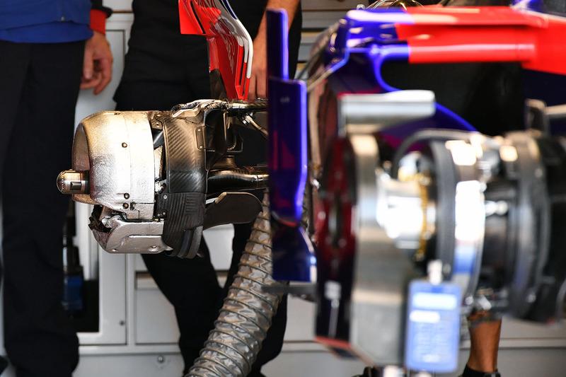 Scuderia Toro Rosso STR13 arka teker detay