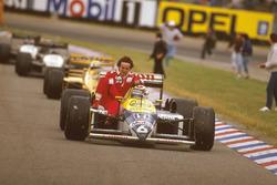Nelson Piquet, Williams FW11B Honda, Alain Prost, McLaren TAG Porsche'ye yardım ediyor