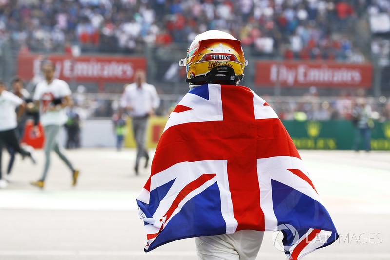 Hamilton só está atrás de Juan Manuel Fangio, que tem cinco títulos e Michael Schumacher, heptacampeão