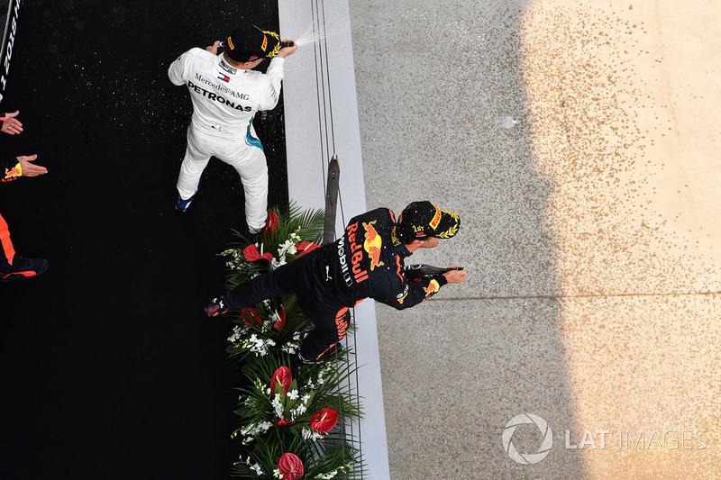 Race winner Daniel Ricciardo, Red Bull Racing and Valtteri Bottas, Mercedes-AMG F1 on the podium