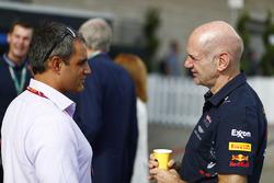 Juan Pablo Montoya and Adrian Newey, Chief Technical Officer, Red Bull Racing