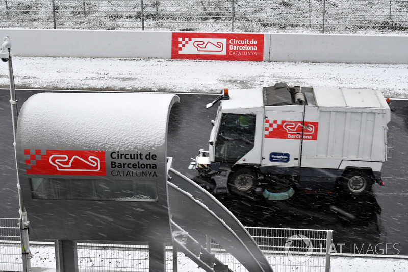 Track cleaning truck as snow stops testing