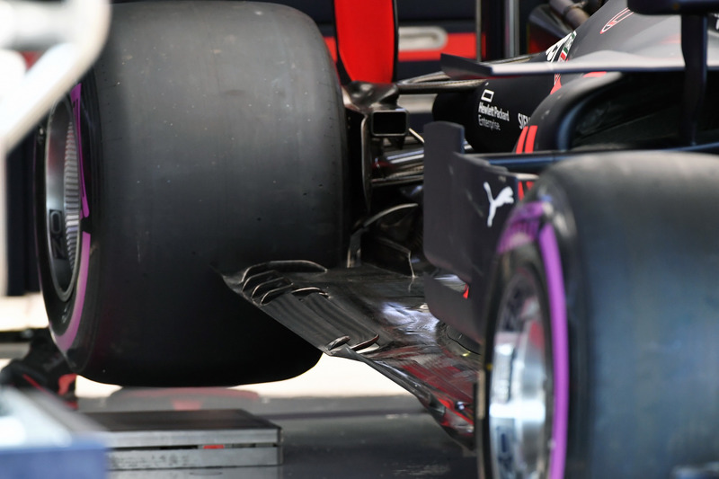 Red Bull Racing RB14 piso trasero