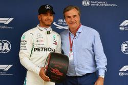 Pole sitter Lewis Hamilton, Mercedes-AMG F1 receives the Pirelli Pole Position Award from Carlos Sainz