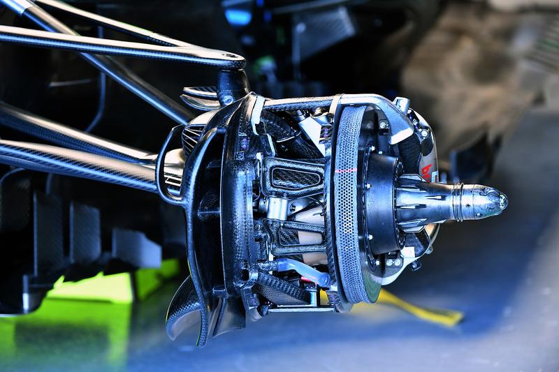 Передние тормоза Mercedes F1 W09