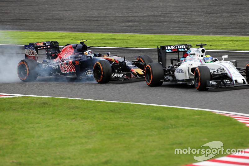 Felipe Massa, Williams FW38 and Carlos Sainz Jr, Scuderia Toro Rosso STR11 battle for position