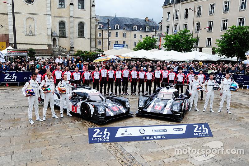#1 Porsche Team Porsche 919 Hybrid: Тімо Бернхард, Марк Веббер, Брендон Хартлі, #2 Porsche Team Porsche 919 Hybrid: Ромен Дюма, Ніл Яні, Марк Ліб