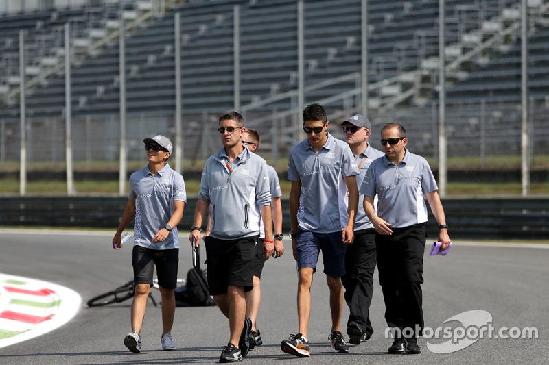 Rio Haryanto, Manor Racing; Esteban Ocon, Manor Racing