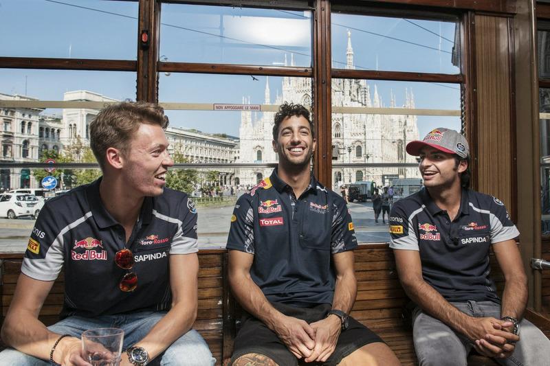 Daniel Ricciardo, Carlos Sainz Jr. and Daniil Kvjat chat on the historical tram of Milano